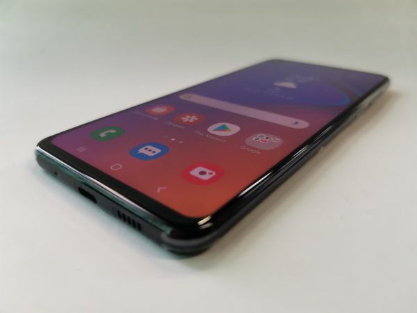 Samsung A8s